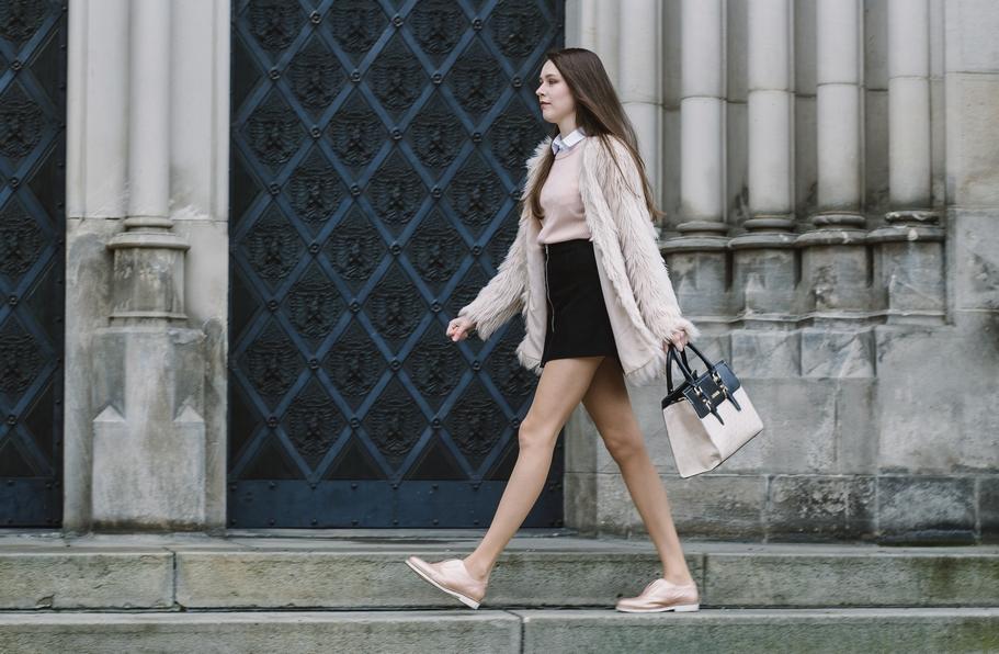 Kožichy stále častěji nahrazují klasické kabáty.